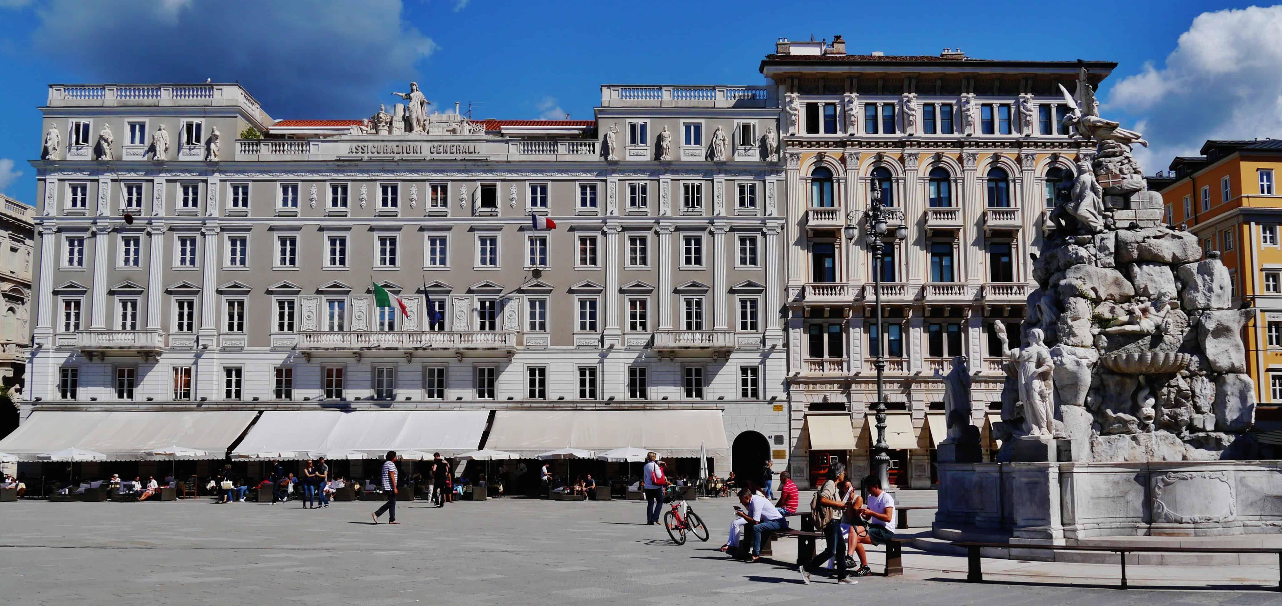 Trieste_Piazza_dell'Unità_d'Italia_Palazzo_Modelo_2.jpg